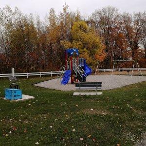Module de jeux situé à l'arrière du centre communautaire